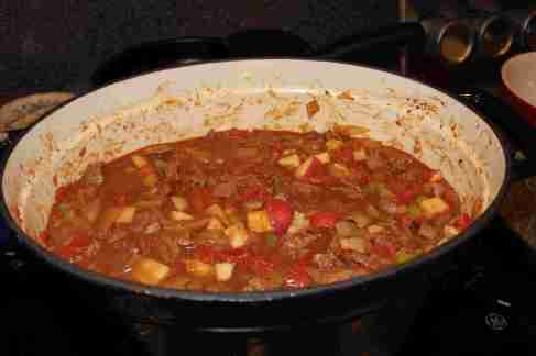 Mix up goulash ingredients